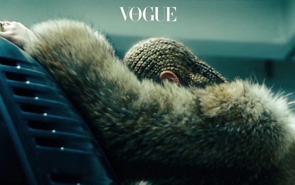 팝의 여왕이 돌아왔습니다. 지난 4월 23일, 예고도 없이 새 정규 앨범 로 우리 곁을 찾아온 비욘세. '비주얼 앨범' 컨셉의 1시간 가량 특별 영상을 HBO에서 공개했습니다.