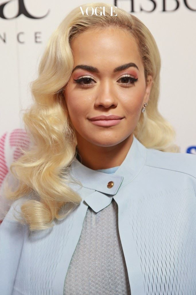 탈색한 머리라는 뜻에서 '블리츠 헤어(Bleach Hair)'라고도 불리는 이 머리는 리타 오라(Rita Ora)