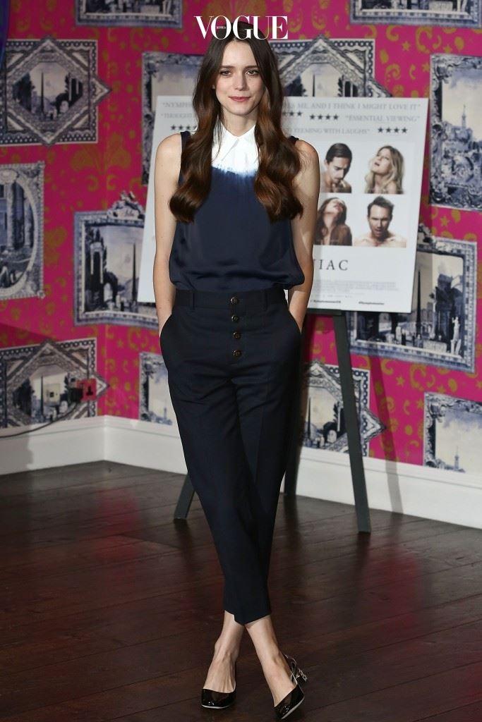 그러던 2013년, 덴마크 영화감독 라스 폰 트리에의 영화 에서 샤를로트 갱스부르(Charlotte Gainsbourg)의 젊은 시절 역으로 데뷔하게 됩니다.