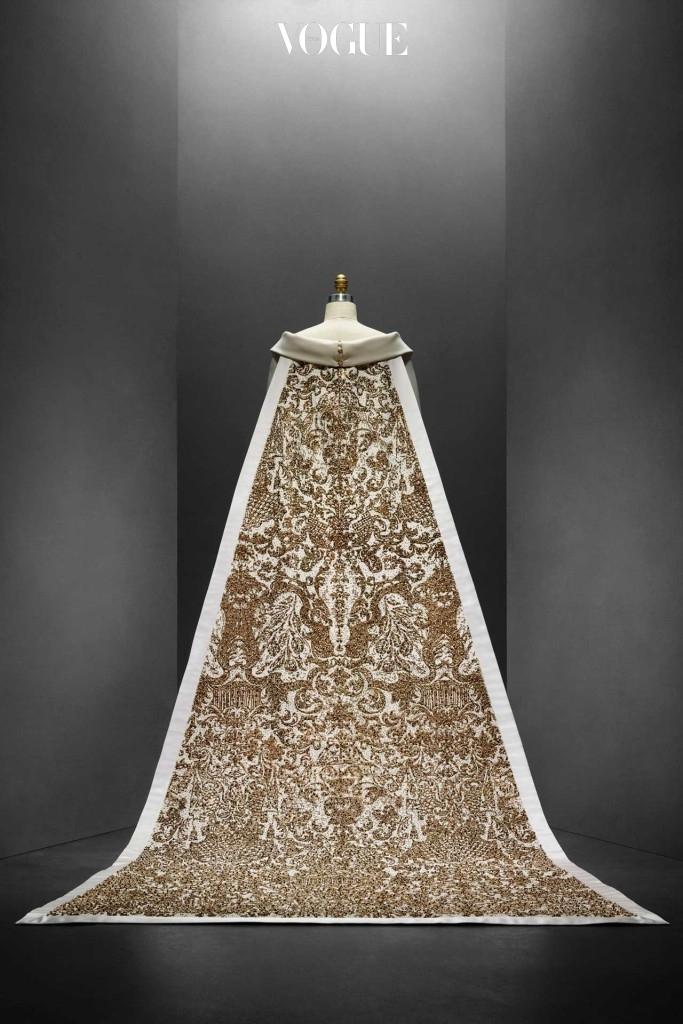 칼 라거펠트가 2014-15 F/W 샤넬에서 선보인 웨딩 드레스.