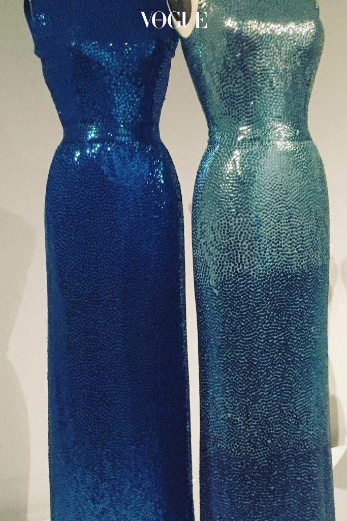 1953년도 노만 노렐의 젤라틴 시퀸으로 뒤덮인 시스 드레스.
