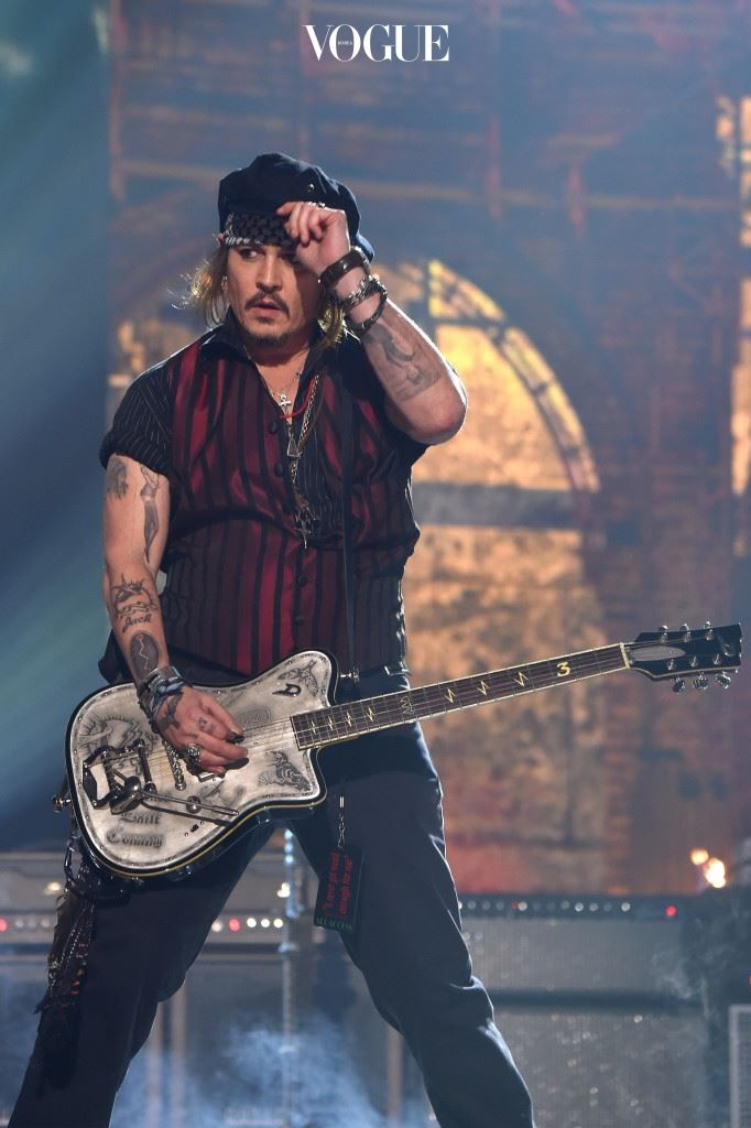 LOS ANGELES, CA - FEBRUARY 15:  Actor/musician Johnny Depp of Hollywood Vampires performs onstage during The 58th GRAMMY Awards at Staples Center on February 15, 2016 in Los Angeles, California.  (Photo by Larry Busacca/Getty Images for NARAS)