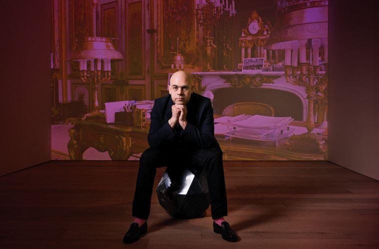 페로탱 갤러리 서울 분관에서 열리고 있는 로랑 그라소의 개인전은 규모와 상관없이 매우 야심 차다. 가장 '현대적'인 '현대미술가'가 정의하는 '현대미술'의 '현재'를 목격할 수 있기 때문이다.