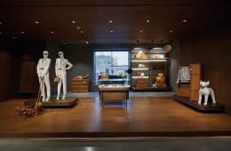 """""""MCM의 고유성을 잘 살릴 디자인을 원했습니다. MCM 제품이 가장 잘 드러날 수 있도록."""" 건축가 린든 네리 & 로산나 후의 말처럼 MCM 하우스는 브랜드 이야기를 다각도로 보여준다."""
