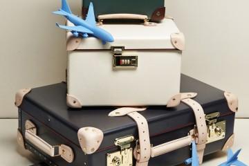 여행객의 짐을 나르는 공항 컨베이어 벨트를 잠시 떠올려보자. 돌고 도는 검은색 고무벨트보다 더 심미적이라 할 수 있는 여행 가방을 본 적 있나? 가벼움과 내구성을 따지는 수많은 제조사는 여행 가방을 기술력이 집결된 하이테크 장비처럼 다룬다. 그러나 여행 가방만큼 낭만적이고 운치 있는 것도 없다. 120년 동안 클래식한 디자인을 고수해온 영국 여행 가방 '글로브트로터'는 엘리자베스 2세가 신혼여행 갈 때 사용했고, 윈스턴 처칠이 재무장관 시절 서류 가방으로 들고 다녔던 제품이다. 이 브랜드를 6월부터 한국에서도 쉽게 볼 수 있다(압구정 갤러리아백화점과 현대백화점 매장 오픈을 시작으로). 이제 더 이상 여행 가방이 검정과 회색일 필요는 없다.