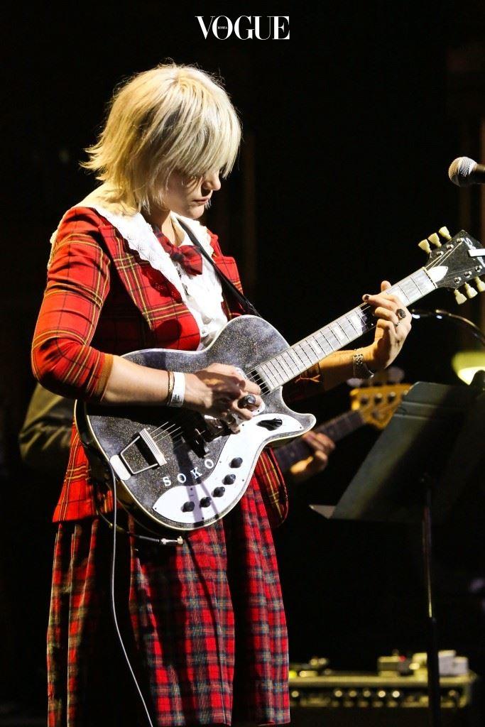 2007년 음악의 세계에 발을 담근 그녀는