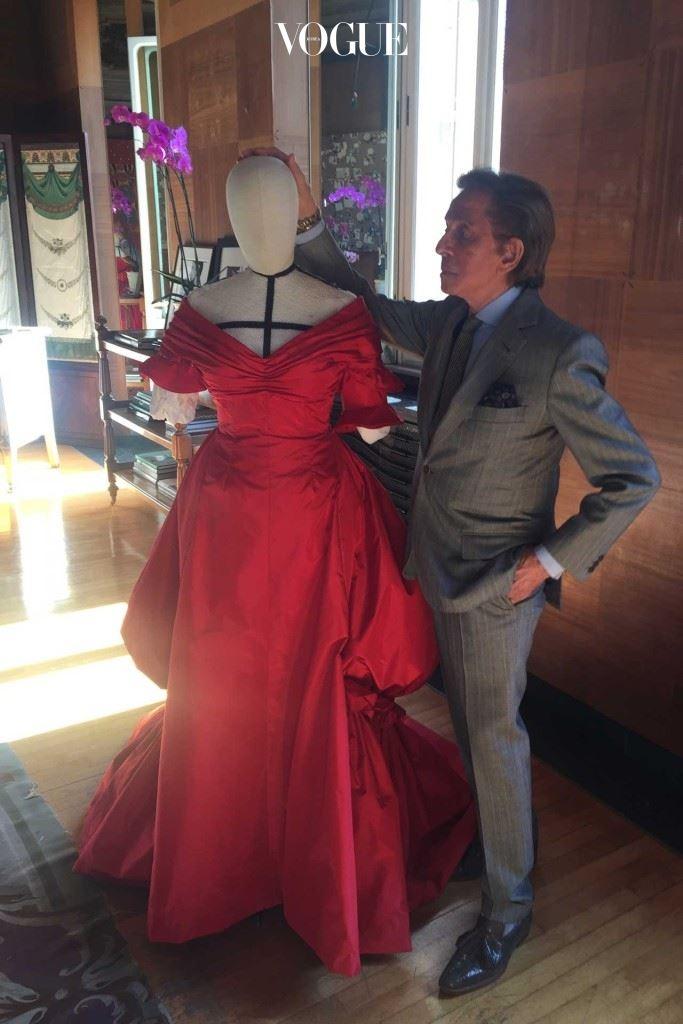 발렌티노와 빨간 드레스.