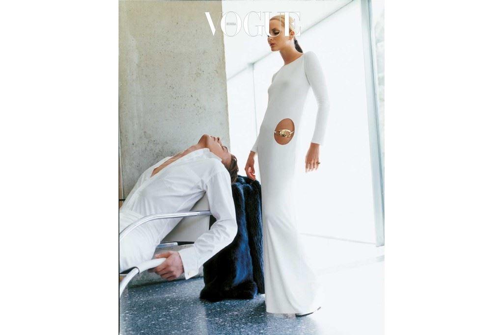 1996-1997 구찌 캠페인의 아이코닉한 화이트 드레스.