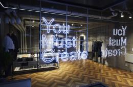 영국 브랜드 'YMC'가 첫 해외 플래그십 스토어를 이태원에 열었다.