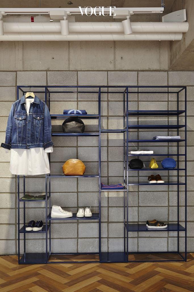 1층과 지하1층으로 나뉜 'YMC 서울'에서는 어느 매장보다 다양한 제품을 만날 수 있다.