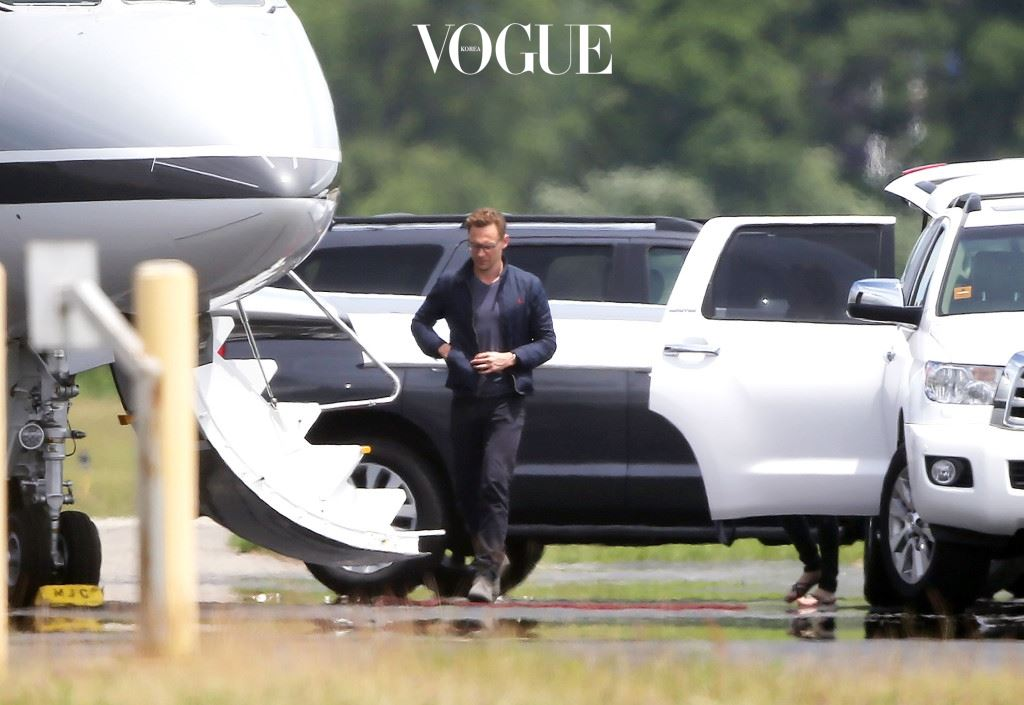 EXCLUSIVE: **PREMIUM EXCLUSIVE RATES, STRICTLY NO WEB UNTIL 1:45PM PST JUNE 17TH** New couple Taylor Swift and Tom Hiddleston board her private jet together this afternoon as they head out of Rhode Island. Ref: SPL1301486  160616   EXCLUSIVE Picture by: Butterworth / Splash News Splash News and Pictures Los Angeles:310-821-2666 New York:212-619-2666 London:870-934-2666 photodesk@splashnews.com