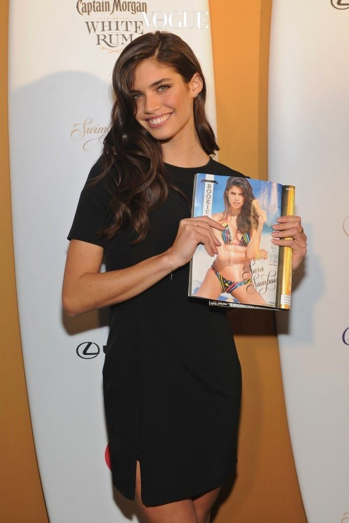 포르투갈 출신으로는 처음으로 2014년 스포츠 일러스트레이티드 스윔수트(Sports Illustrated Swimsuit) 이슈에 등장하며 전세계적인 사랑을 받게 된 사라.