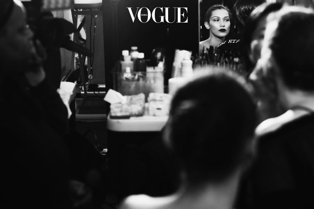 PARIS, FRANCE - JULY 03:  EDITORS NOTE: Image has been converted to black and white.) Model Bella Hadid prepares backstage prior to the Atelier Versace Haute Couture Fall/Winter 2016-2017 show as part of Paris Fashion Week on July 3, 2016 in Paris, France.  (Photo by Vittorio Zunino Celotto/Getty Images)