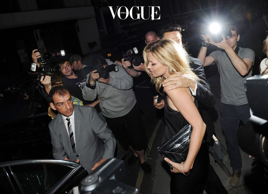 LONDON, UNITED KINGDOM - JULY 05: Kate Moss attends Mario Testino's exhibition 'Kate Who?' at Phillips De Pury on July 5, 2010 in London, England. (Photo by Stuart Wilson/Getty Images)