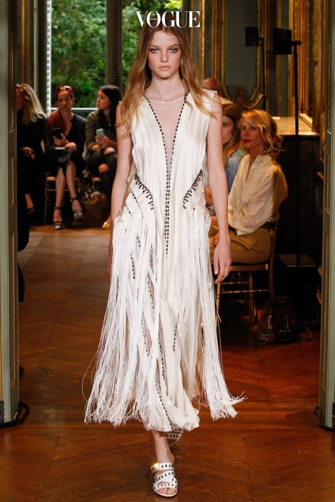 프린지 장식의 드레스.