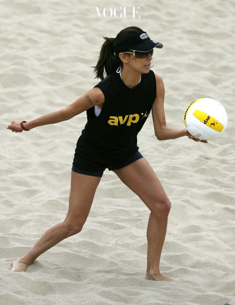 """HERMOSA BEACH, CA - MAY 20:  Actress Eva Longoria serves the ball during the """"Spike for Hope"""" Celebrity Charity Beach Volleyball Tournament at the Hermosa Beach Pier on May 20, 2007 in Hermosa Beach, California.  (Photo by Christian Petersen/Getty Images)"""