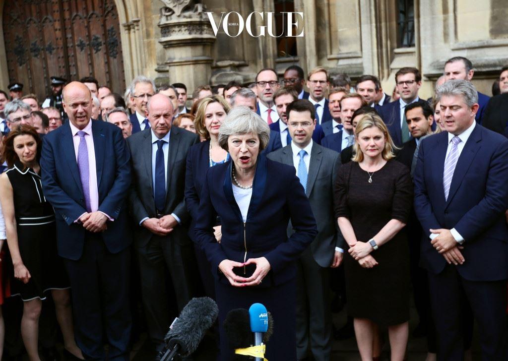 자국의 진지한 변화를 위해 'EU 탈퇴'의 길을 걷게 된 영국. 구원투수로 메이 여성 총리가 선택된 것인데요. '철의 여인(Iron Lady)'이라 불린 영국의 첫 여성 총리 마가렛 대처(Margaret Thatcher, 1925∼2013) 이후 26년 만에 탄생된 여성 총리입니다.
