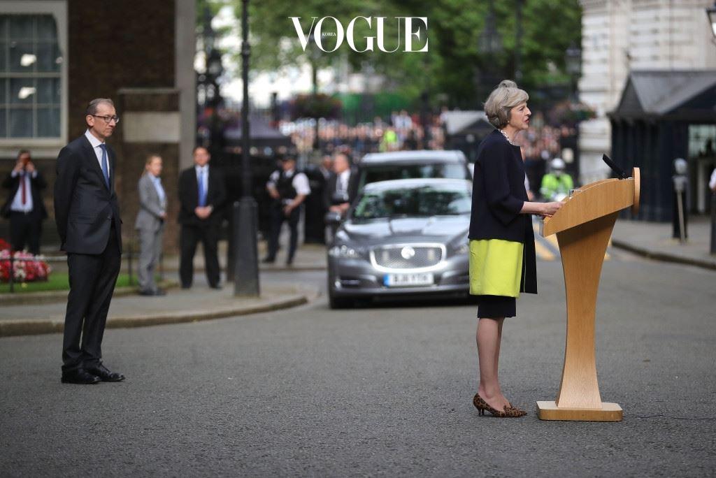 메이 총리는 분열된 영국을 화합시키는 것을 최우선 과제로 삼아, 대외적으로는 EU 탈퇴 협상을 이끌고, 국내에선 경제 침체와 이민자 문제 등을 해결하는 '브렉시트 내각'을 구성해 국민 모두를 위해 작동하는 나라로 만들겠다고 기자회견에서 밝혔습니다.