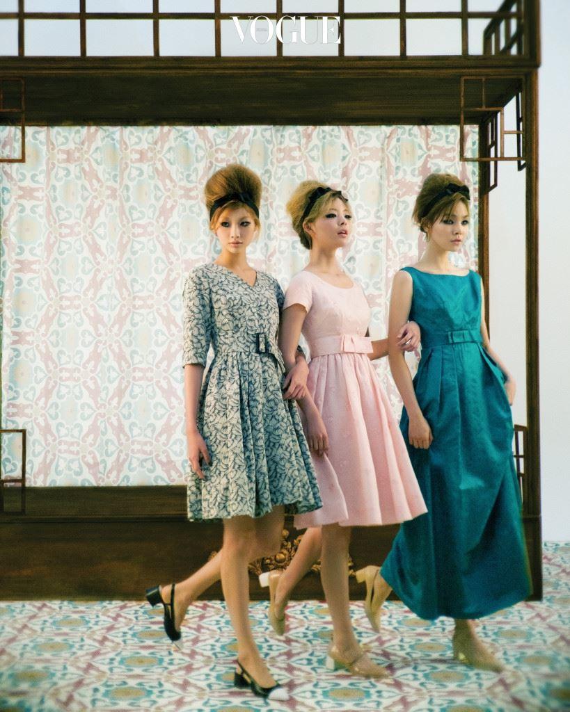 명동 아가씨 파리의 샹젤리제 거리, 뉴욕의 5번가, 동경의 긴자와 비견되던 60년대 패션 중심지에서 맵시를 뽐내던 산뜻한 명동 아가씨들. 세련된 연회색 드레스, 발랄한 디자인의 연분홍색 드레스, 우아한 느낌의 청록색 롱 드레스는 노라노(Nora Noh). 흰색 앞코의 검은색 힐과 메리제인 슈즈, 누드 톤의 스트랩 힐은 레이첼 콕스(Rachel Cox).