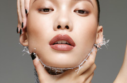 이중 턱과 넉넉한 콧방울, 얼굴을 후덕하게 만드는 잉여 지방. 페이스 라인을 조각처럼 다듬어주는 마이너스 시술법이 속속 등장하고 있다.