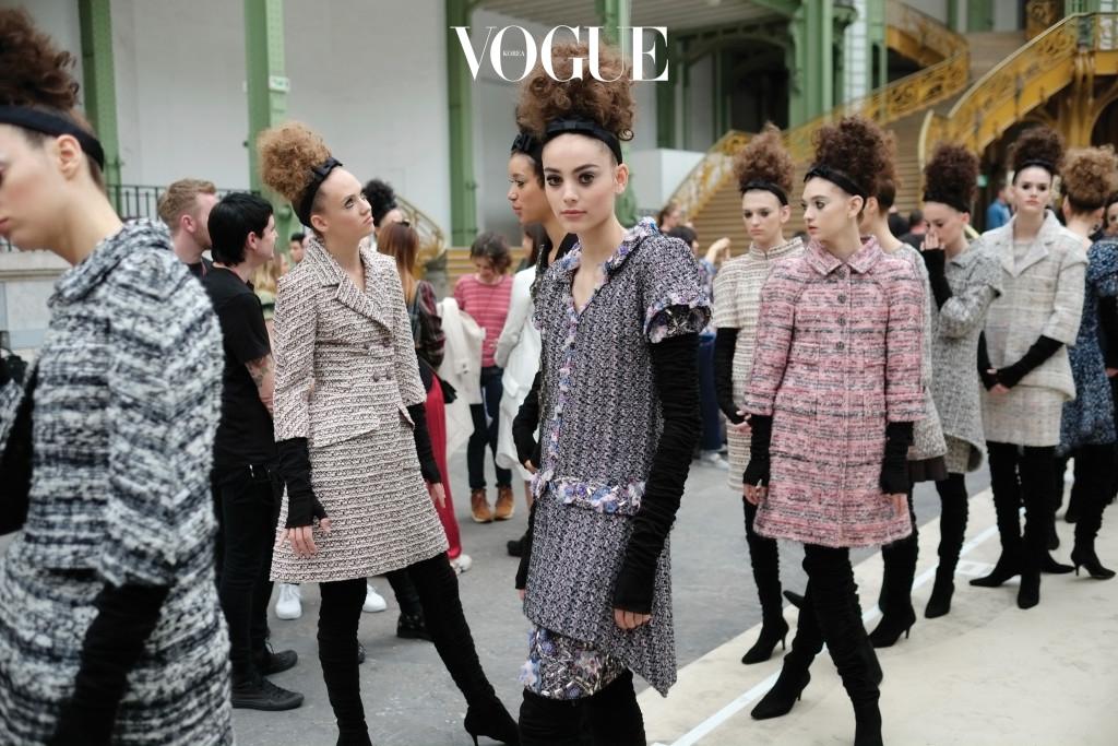 Chanel Haute Couture backstage,  Paris, Autumn/Winter2016. Copyright James Cochrane July 2016. Tel +447715169650 Email james@jamescochrane.net