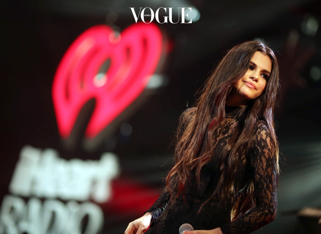 LOS ANGELES, CA - DECEMBER 04:  Actress/recording artist Selena Gomez performs onstage during 102.7 KIIS FM's Jingle Ball 2015 Presented by Capital One at STAPLES CENTER on December 4, 2015 in Los Angeles, California.  (Photo by Christopher Polk/Getty Images for iHeartMedia)