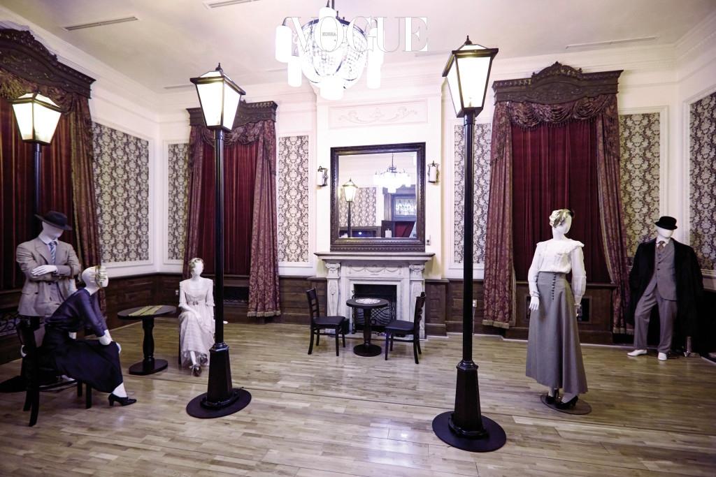 가로등이 켜진 경성의 밤거리. 1910~45년은 모던 걸 & 모던 보이의 시대였다.