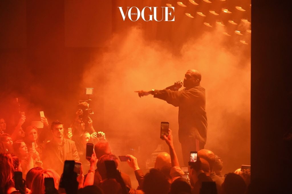 "NEW YORK, NY - SEPTEMBER 09:  Kanye West performs during Harper's Bazaar's celebration of ""ICONS By Carine Roitfeld"" presented by Infor, Laura Mercier, and Stella Artois  at The Plaza Hotel on September 9, 2016 in New York City.  (Photo by Jamie McCarthy/Getty Images for Harper's Bazaar)"