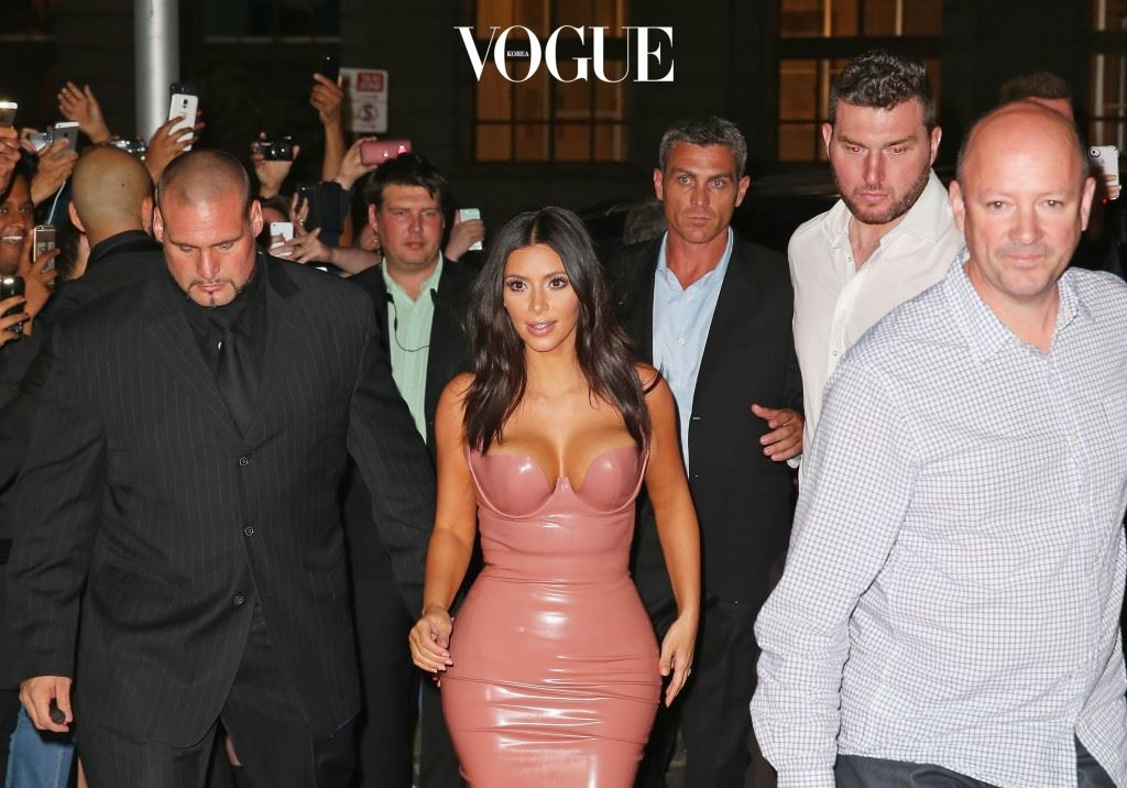 "MELBOURNE, AUSTRALIA - NOVEMBER 18:  Kim Kardashian arrives surrounded by security men to promote her new fragrance ""Fleur Fatale"" at a Spice Market event on November 18, 2014 in Melbourne, Australia.  (Photo by Scott Barbour/Getty Images)"