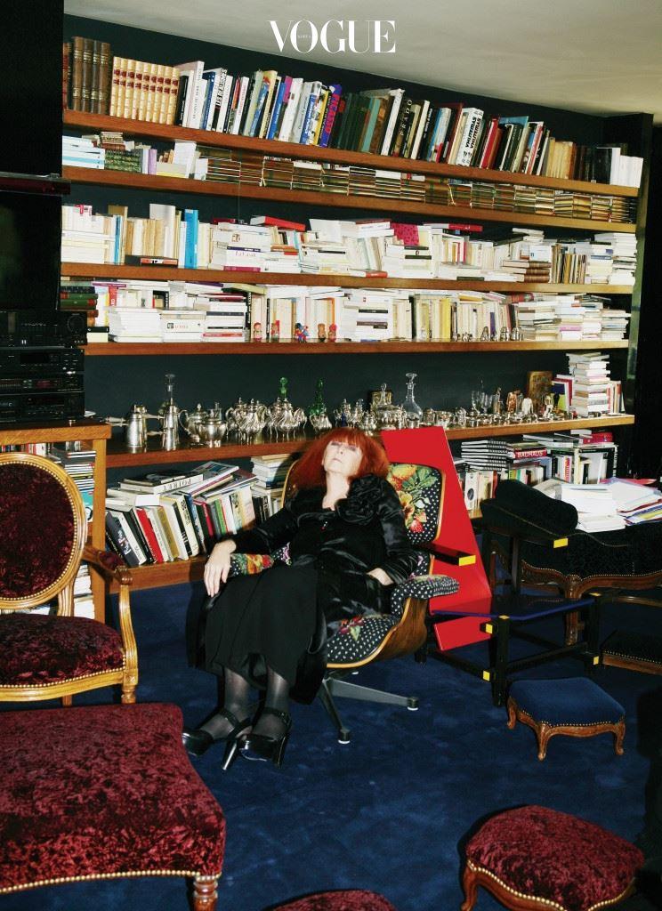 생제르맹 매장 2층 집 거실에서 포즈를 취한 마담 리키엘.