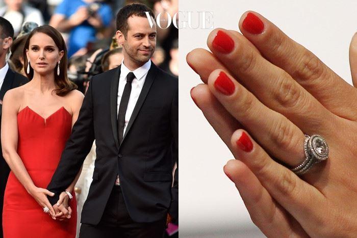 나탈리 포트만 벤자민 $350,000 영화에서 만난 안무가 벤자민 밀피에와 결혼에 골인한 나탈리 포트만(Natalie Portman). 그녀가 받은 디자이너 제이미 울프(Jamie Wolf)의 반지는 4캐럿의 다이아몬드를 멜리아 다이아몬드 2줄로 장식된 고급스러운 디자인이 돋보입니다!