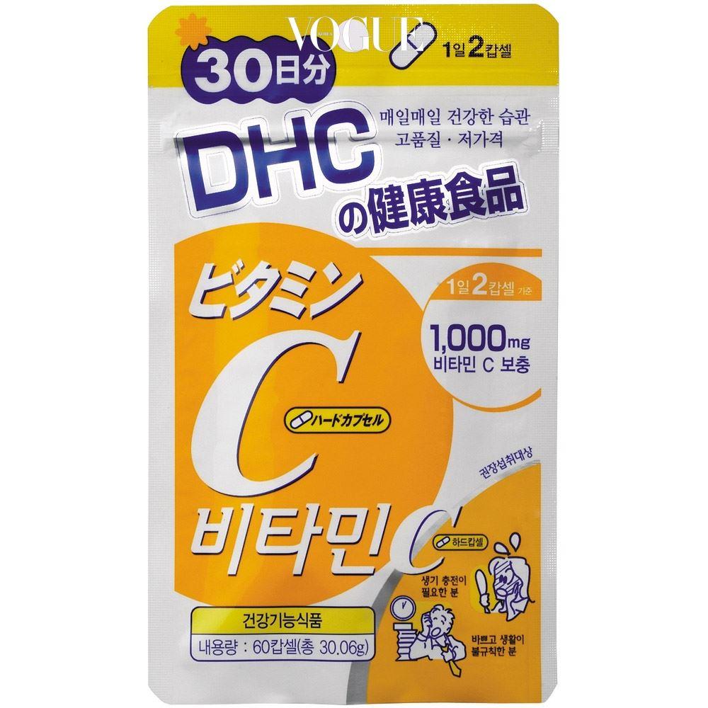 비타민 C를 하루에 1,000mg 보충할 수 있는 서플먼트. 항산화는 물론 생기 충전을 돕는다. DHC의 '비타민C 하드캅셀'. 가격 7천원(30일분).