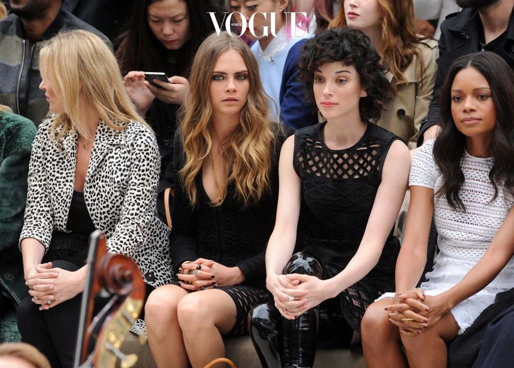 LONDON, ENGLAND - SEPTEMBER 21:  (L-R) Kate Moss, Cara Delevingne, Annie Clark and Naomie Harris attend the Burberry Womenswear Spring/Summer 2016 show during London Fashion Week at Kensington Gardens on September 21, 2015 in London, England.  (Photo by Stuart C. Wilson/Getty Images for Burberry)