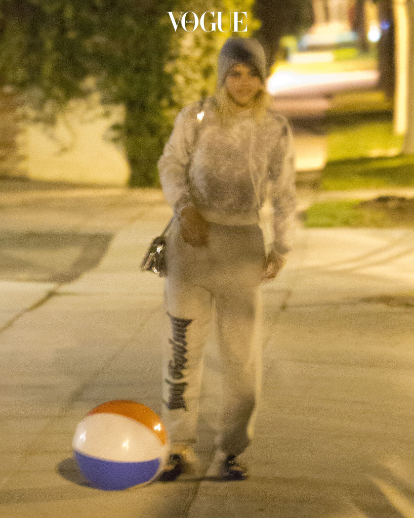 EXCLUSIVE: *PREMIUM EXCLUSIVE RATES APPLY* Brooklyn Beckham and Sofia Richie look close on a midnight stroll through Beverly Hills on October 28. Sofia had her arm on Brooklyn as the celebrity offspring walked along together, a short distance in front of a couple of friends. They found a beach ball in the street and Sofia playfully kicked it along. When they realized they had been spotted by a photographer they quickly split up and ran down an alleyway. Pictured: Sofia Richie Ref: SPL1381181  311016   EXCLUSIVE Picture by: SPW / Splash News Splash News and Pictures Los Angeles:310-821-2666 New York: 212-619-2666 London:870-934-2666 photodesk@splashnews.com