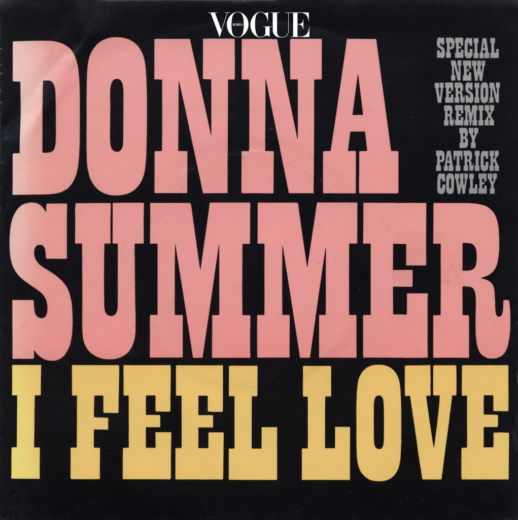 CHANEL / DONNA SUMMER - 'I FEEL LOVE' (PATRICK COWLEY REMIX) 사운드 디자이너 미셸 고베르가 미래 어딘가에 있을 법한 '데이터 센터 샤넬' 테마를 위해 고른 곡. 뉴 웨이브 신스팝과 테크노의 시작이 된 곡인 만큼 미래적 느낌이 물씬!