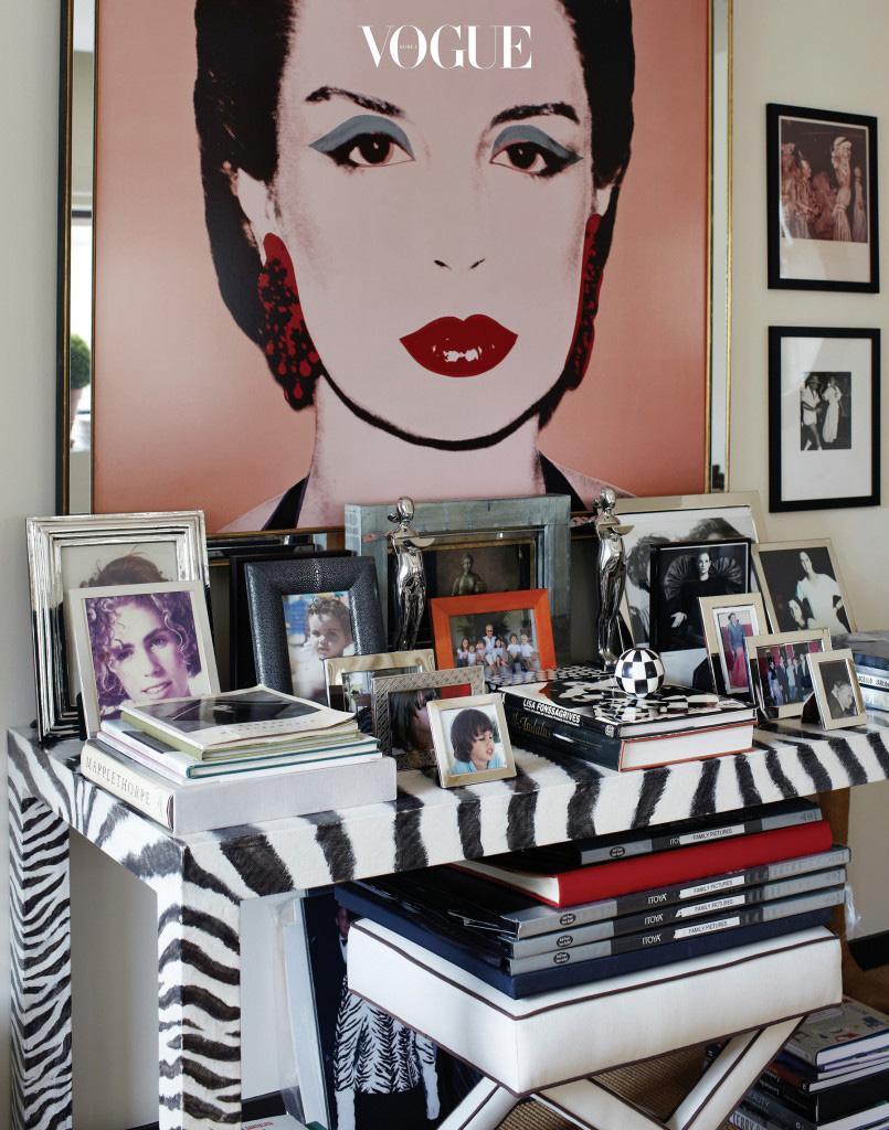 뉴욕에 자리한 디자이너의 사무실. 위는 73년 당시 헤레라의 모습. 왼쪽은 35주년을 기념해 CH 캐롤리나 헤레라에서 선보인 '인시그니아' 컬렉션.