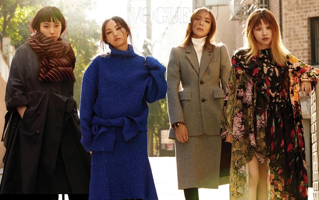 뎀나 바잘리아가 직접 선택한 서울 여자들이 평일 오후, 한적한 서울 골목에 섰다. 그의 발렌시아가 데뷔 컬렉션은 여느 서울 여자들처럼 평범한 동시에 특별한 이들과 공통점을 가진다.