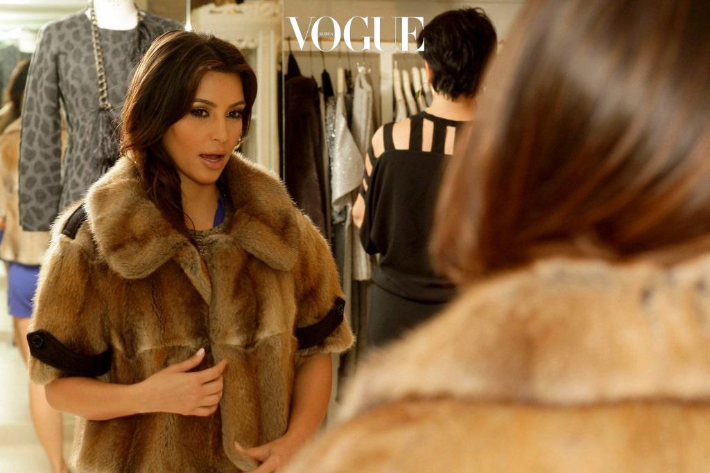 옷장을 열어봐도 입을 옷이 없죠? 그래서 우린 또 다시 쇼핑에 나섭니다. Kim Kardashian