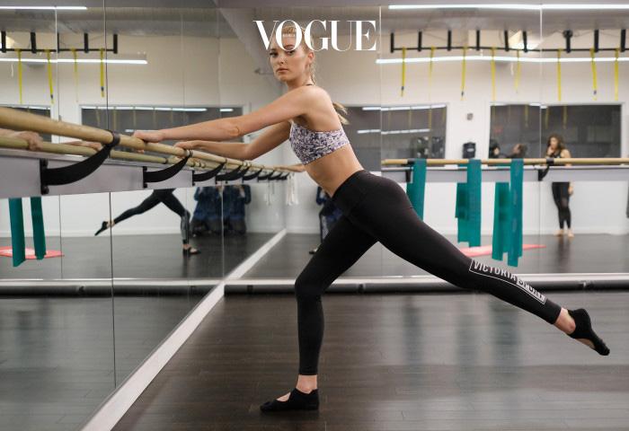 탄탄한 뒷태의 비결은 꾸준한 운동을 뒷받침하는 스트레칭이라고 하네요. 근력을 키우는 운동도 중요하지만 근육을 이완시켜주는 정적인 동작도 중요하다는 그녀.