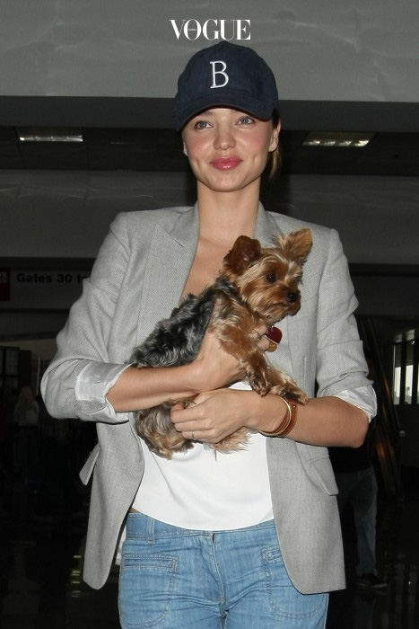 EXCLUSIVE: the newly engaged miranda kerr was seeing leaving los angeles airport Pictured: miranda kerr Ref: SPL189798  240610   EXCLUSIVE Picture by: Splash News Splash News and Pictures Los Angeles:310-821-2666 New York:212-619-2666 London:870-934-2666 photodesk@splashnews.com