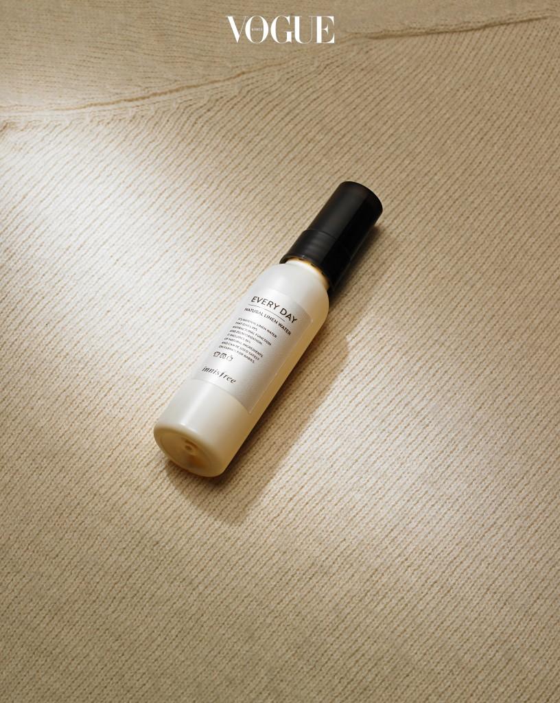 껴안아주고 싶은 뽀송함이니스프리 '내추럴 린넨 워터-에브리 데이' 60ml 7천원. 베이비 파우더 냄새. 96% 천연 유래 성분을 함유하고 있어 유아용품에도 사용 가능하다.