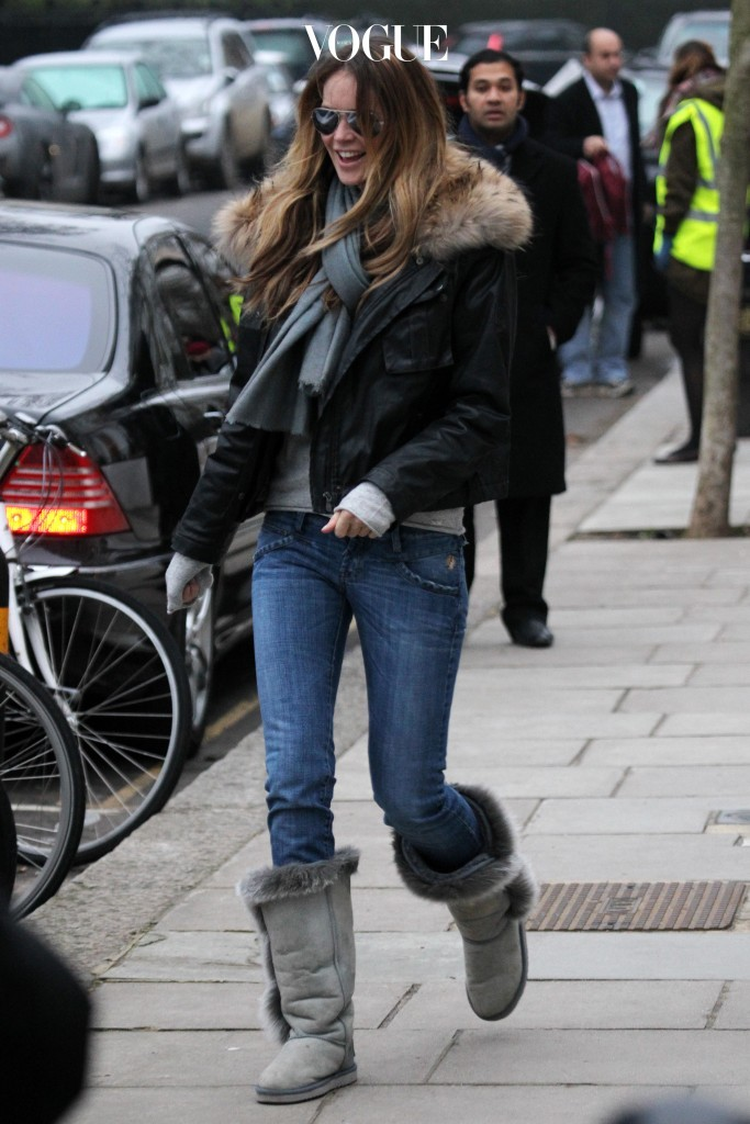 Supermodel Elle Macpherson wraps up warm against the cold weather while doing the school run in London, UK. Pictured: Elle Macpherson Ref: SPL232114  061210   Picture by: Ian Lawrence / Splash News Splash News and Pictures Los Angeles:310-821-2666 New York:212-619-2666 London:870-934-2666 photodesk@splashnews.com