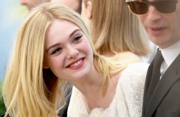 """CANNES, FRANCE - MAY 20:  Elle Fanning attends the """"The Neon Demon"""" photocall during the 69th annual Cannes Film Festival at Palais des Festivals on May 20, 2016 in Cannes, France.  (Photo by Luca Teuchmann/Getty Images)"""