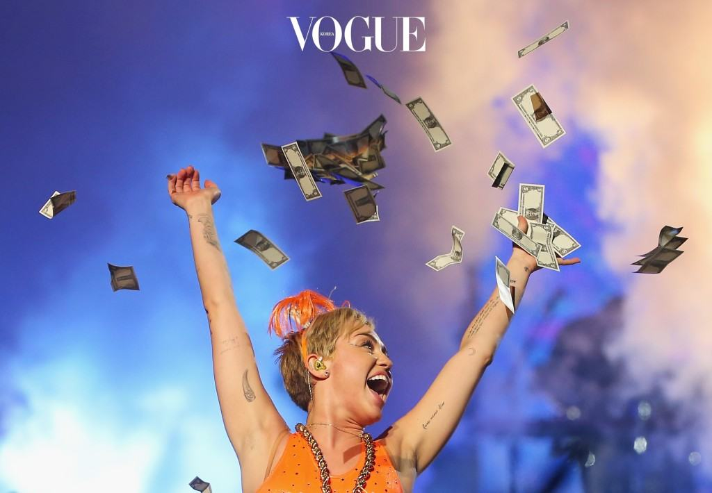 MELBOURNE, AUSTRALIA - OCTOBER 10:  Miley Cyrus throws money in the air as she performs at the opening night of her Bangerz Tour in Australia at Rod Laver Arena on October 10, 2014 in Melbourne, Australia.  (Photo by Scott Barbour/Getty Images)