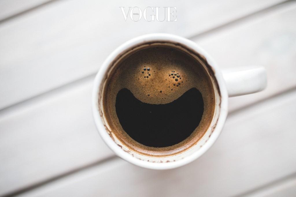 천만에 말씀!  커피는 카페인 성분때문에 마신 양의 두 배에 달하는 물이 체내에서 빠져나가게 됩니다. 이는 카페인이 들어간