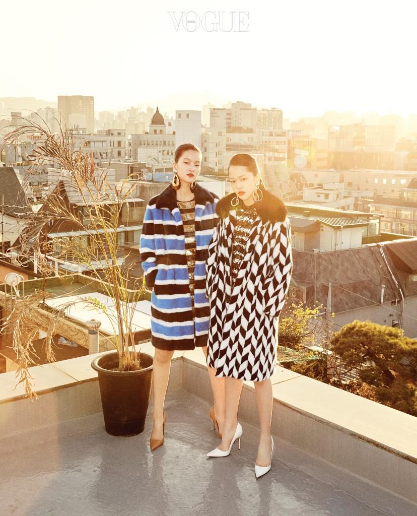 인타르시아 기법으로 패턴을 넣은 밍크 코트와 시퀸 스트라이프 미니 드레스의 매치. 밍크 코트와 시퀸 드레스는 더 이상 특별한 날을 위한 옷이 아니다. 캐주얼한 색감과 스트라이프 패턴 덕에 일상생활에서 기분 전환을 위해 시도할 만한 옷이 됐다.