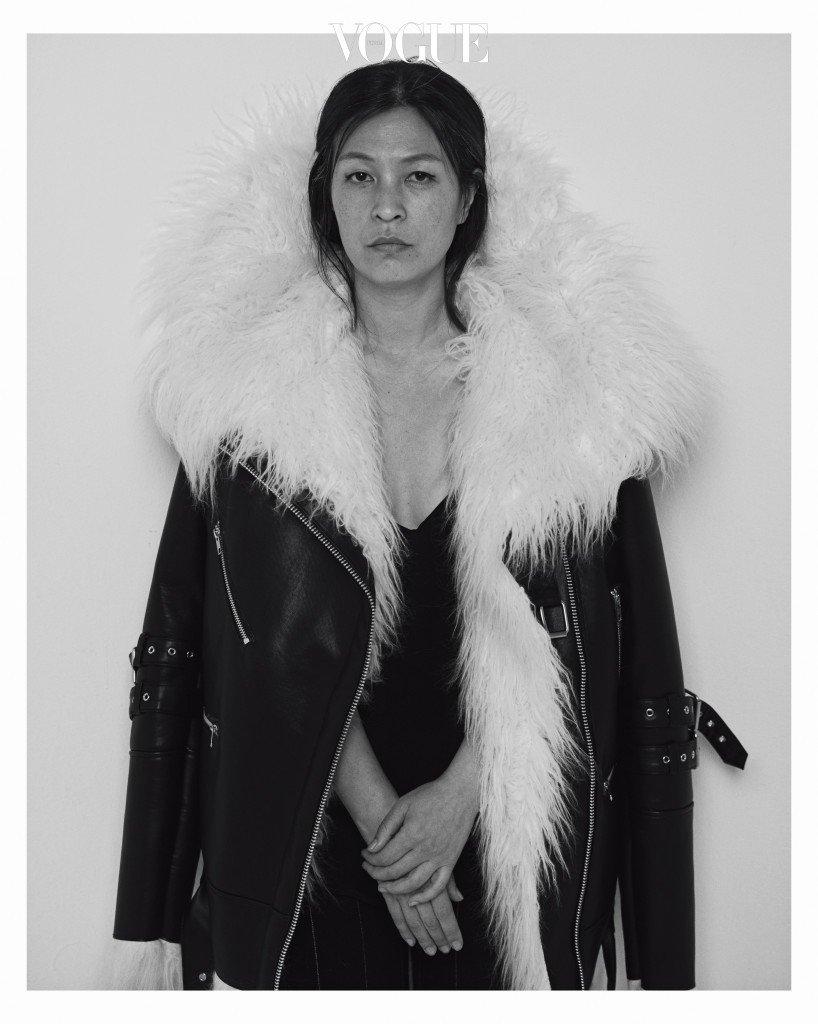 양털 바이커 재킷은 조셉 안 by 서울패션창작스튜디오 (Joseph Ahn by Seoul Fashion Creative Studio).