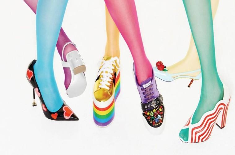 (위에서부터 시계 방향으로) 바닷속을 옮겨 담은 듯한 박스 백은 돌체앤가바나(Dolce&Gabbana), 로고가 눈에 띄는 멀티 컬러 체인 백은 루이 비통(Louis Vuttion), 강렬한 물결무늬 샌들 힐은 펜디(Fendi), 대나무 굽이 인상적인 키튼 힐은 구찌(Gucci), 오색 비즈 장식 스니커즈는 미우미우(Miu Miu), 알록달록한 통굽의 골드 스니커즈는 구찌, 별 장식 뒷굽의 메탈릭한 스트랩 샌들은 샤넬(Chanel), 하트 디테일의 스틸레토 힐은 프라다(Prada).