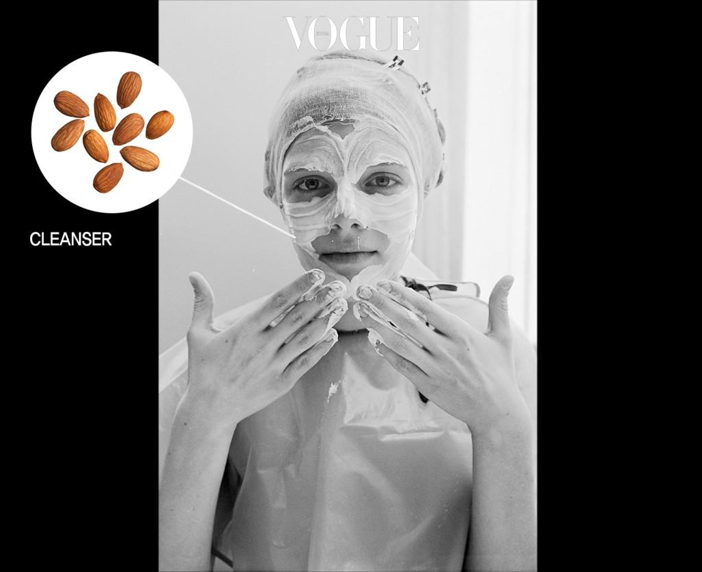페이스 클렌저젤, 혹은 폼 클렌저는 아몬드 한 개 정도의 양이면 얼굴과 목을 모두 씻어 낼 수 있을 양이에요.