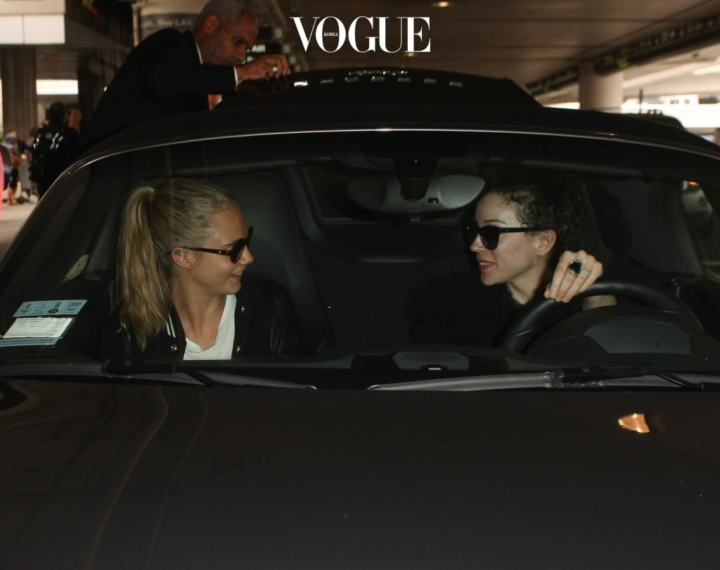 US & UK CLIENTS MUST ONLY CREDIT KDNPIX Cara Delevingne arrives in LA in tracksuit bottoms and varsity jacket at LAX where she's picked up by girlfriend St. Vincent. Pictured: Cara Delevingne, St. Vincent Ref: SPL1295707  040616   Picture by: KDNPIX Splash News and Pictures Los Angeles:310-821-2666 New York: 212-619-2666 London:870-934-2666 photodesk@splashnews.com